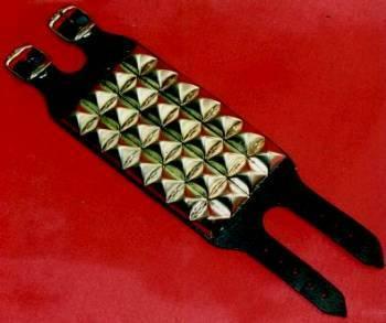 Pyramidennieten-Armband